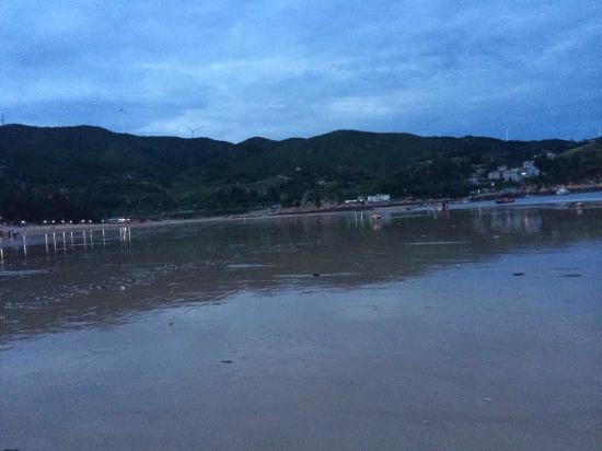 Xiapu County, China: 退潮后的沙滩,贝壳很多,最好穿鞋子。