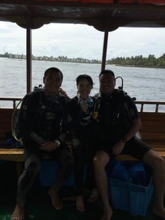 Euro Divers Kandooma: Picture of Instructor Ethan(left), my wife and me after diving:)