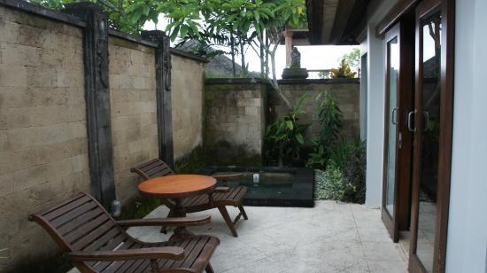 Sekar Nusa Villas: Vila内的小泳池