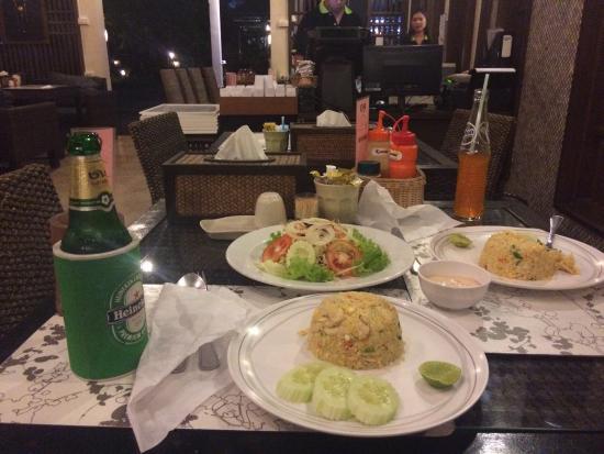 The Paragon Inn: Dinner