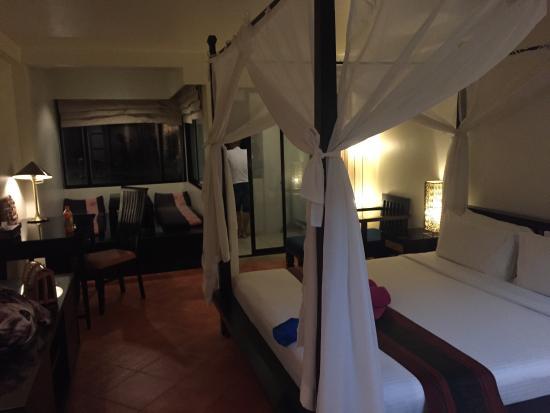 Avantika Boutique Hotel: 酒店太旧了,一股霉味,楼层又矮房间根本看不到海。除了早餐美味款色多,单点的不是传统的自助餐。