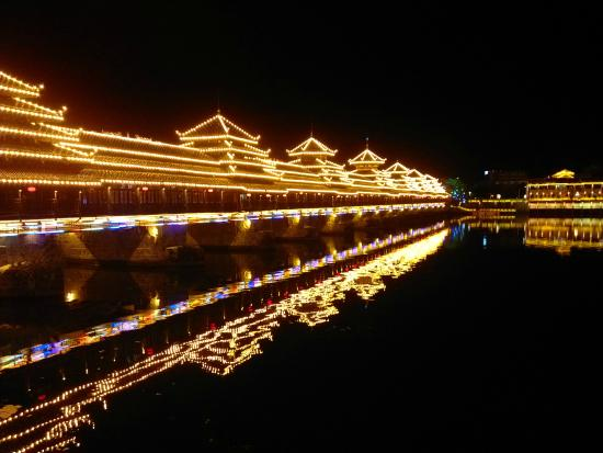 Zhijiang County, China: 风雨桥夜景