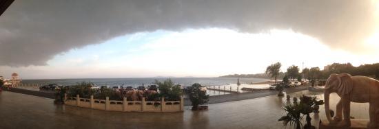 Xingcheng Seaside: 阵雨