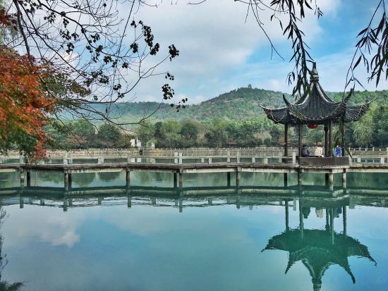 Wangshan Farm: 旺山的西施塘,碧水青山,优美婉约。