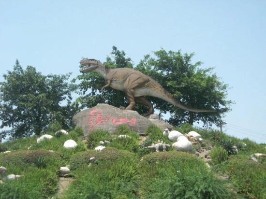 Zigong, China: 门口小恐龙