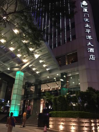 Pan Pacific Xiamen: 酒店外观,停车位少