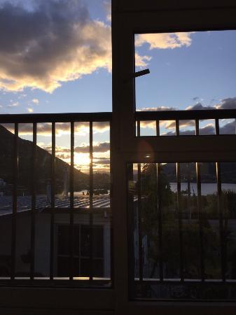 SPA B&B Therapeutic Massage: 坐在房间地毯上看风景,在餐厅看风景。还有老板做的丰盛的早餐