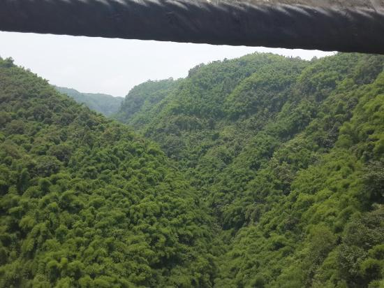 Qionglai, Çin: 金鸡谷山与山之间搭建的桥梁