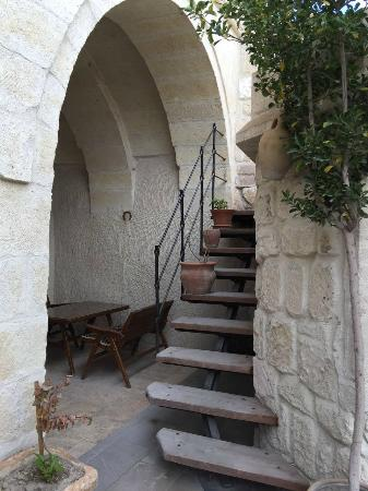 Safran Cave Hotel: 酒店内楼梯