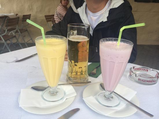Restaurant Eiger: 啤酒,草莓奶昔,芒果奶昔