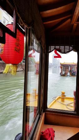 Nantong, Çin: 船上的大红灯笼