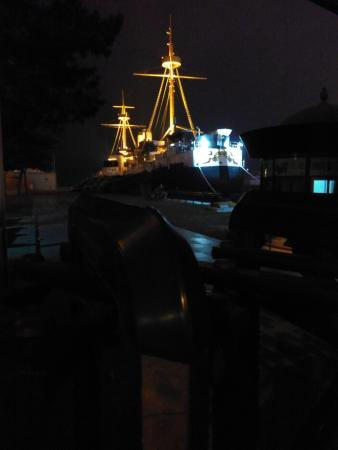 Dingyuan Warship Tourist Area : 夜幕下的定远舰