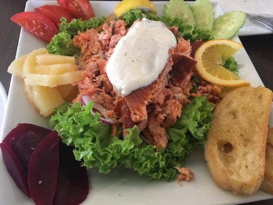 Twizel, Nueva Zelanda: Great food great portion!have tried smoked salmon salad and steak and they are so great!