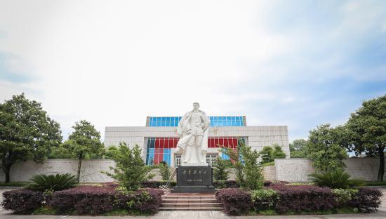 Yiyang County, China: 方志敏雕像