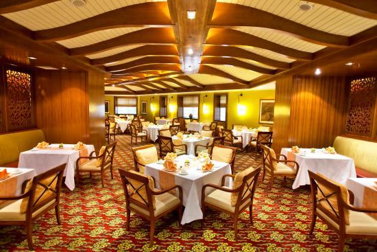 QiLu Wan Yi Restaurant HuaMei Xuan