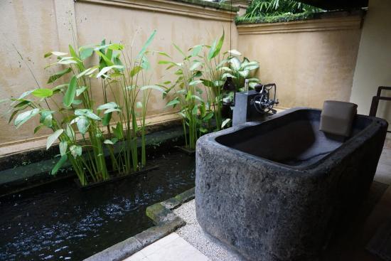 Komaneka at Tanggayuda: 大理石浴缸