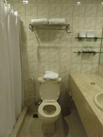 โรงแรมโลตัสการ์เด้น: 房间洗手间