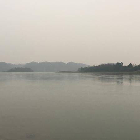 Leshan, China: 因为有同学在乐山读书,我是第二次来这,这个城市太美了,遮天的高树,在岷江边漫步,水好绿,我是搭公交车乐山大佛的,这个季节人比较少,不会排长队,风景特别好,净化心灵!因为是山,所以有一点累,但是