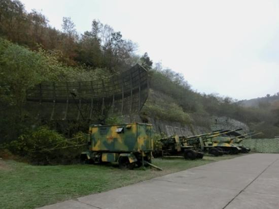 Lushan, Kina: 也有火炮与雷达