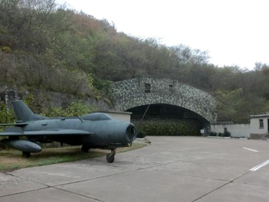 Lushan County, Çin: 机库仍然是不开放的禁区