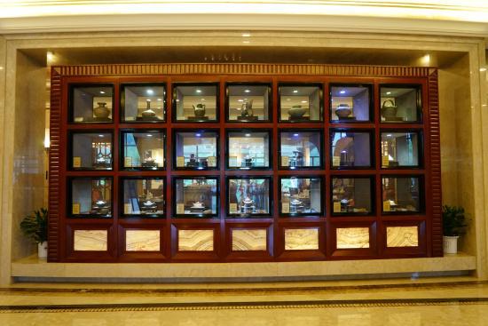 Yixing, China: 大厅的多宝阁