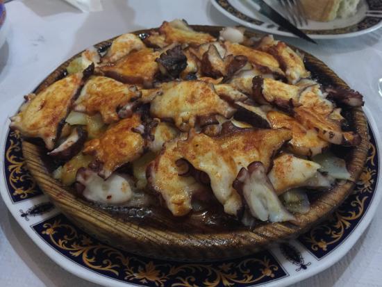 La Bodega de Antonio: 很多当地人来,在巴塞呆几个月来格拉纳达旅游,一上菜看见这么大的菜量吓我们一跳!性价比高,大概九点多就开始上人了,推荐!但是。。有点咸