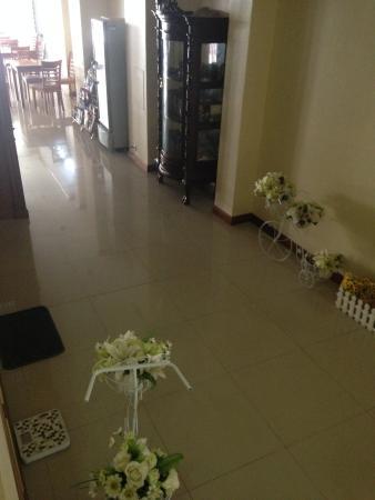Pranang Flora House: 楼下