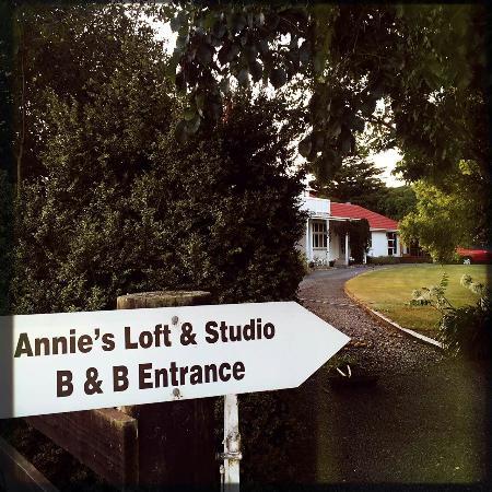 Annie's Loft And Studio: Beautiful garden!Nice master!