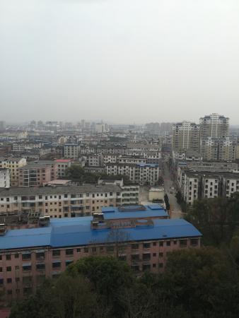 Fengxin County, China: 相片就是从酒店往下拍摄的商业街,挺乱的,也没什么特别的商品选购。