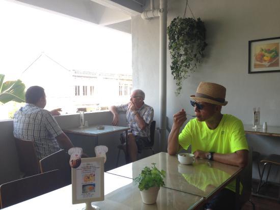 Chulia Mansion: 酒店餐厅提供下午咖啡,还是免费的