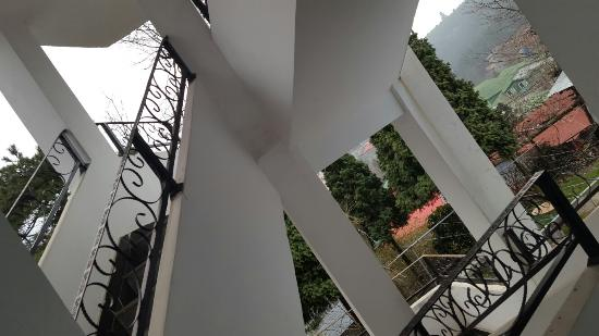 Jiujiang, Kina: 山顶缆车总台右侧二百米,下去牯领五百米左右,风景秀丽,服务周到,老板娘厨艺了得,热情好客!硬件比其它所谓三星酒店都要好N倍,价格合理!
