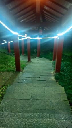 Yushan County, China: 通向餐厅的走廊