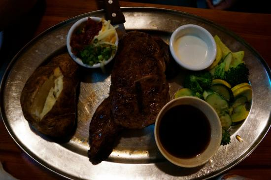 Saddle Ranch Chop House: 全熟牛排