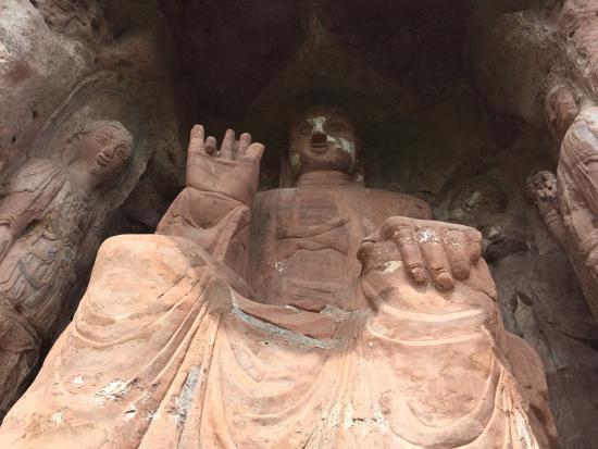 Qionglai, China: 除了心痛,就是心痛的感觉…看着这些精美的文物被毁掉的样子,无语凝噎。没有所谓的文物管理。山高路远,在水一方。几经询问才找到确切的地方,寺庙里有人带你去烧香,如果有零钱捐一点就好。