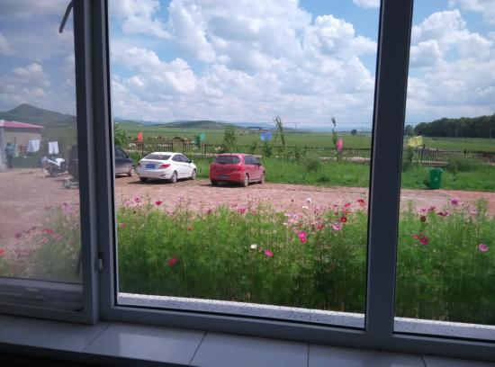 Fengning County, Κίνα: 从窗户直接就可以看到草地
