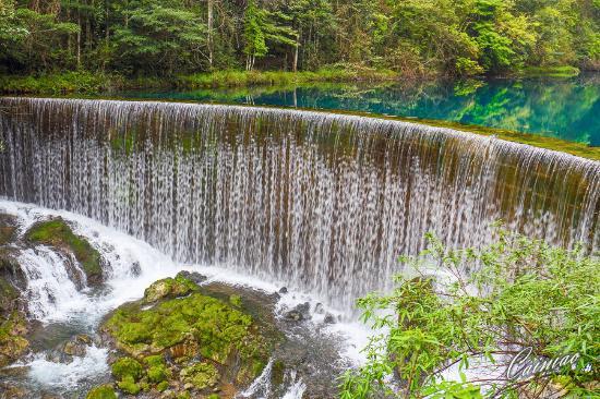 Libo County, China: 卧龙潭瀑布