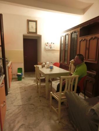 老人提供了咖啡、摩卡壶、茶等~~ - Picture of Soggiorno Santa ...