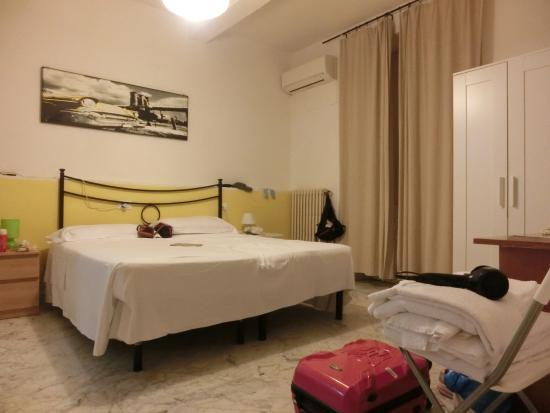 窗帘打开就是落地窗~~ - Picture of Soggiorno Santa Reparata ...