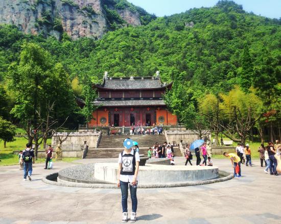 Pujiang County, Kina: 进去的庙和广场