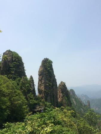 Pujiang County, Chine : 山上的景色