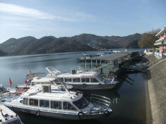 Ankang, Cina: 瀛湖上的游船