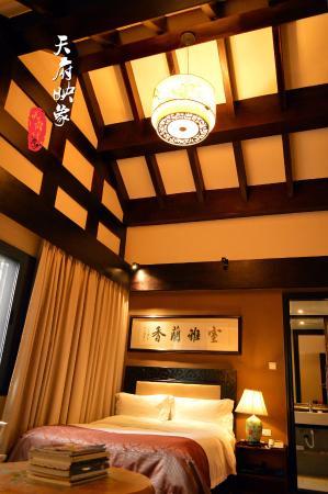 Qionglai, Китай: 房间挑高很棒