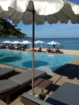 Lamai Wanta: 一个浅浅的小泳池,右侧是海景按摩亭,手法凑合