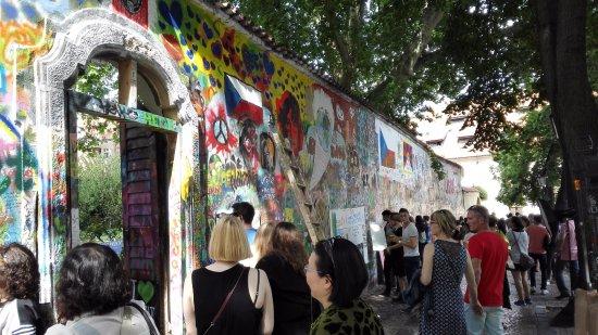 Aparthotel City 5: 涂鸦者,歌者,和旅者