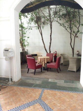 Koala Garden Hostel: 一楼门口