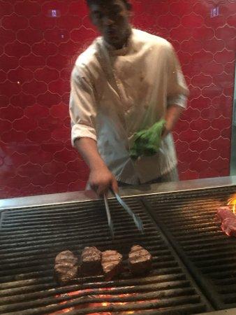 Hy's Steakhouse & Cocktail Bar: 各样出品都非常满意!芝士吐司好吃!餐厅气氛非常好!
