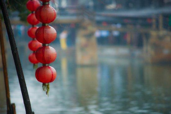 Jiashan County, Chine : 雨中的灯笼