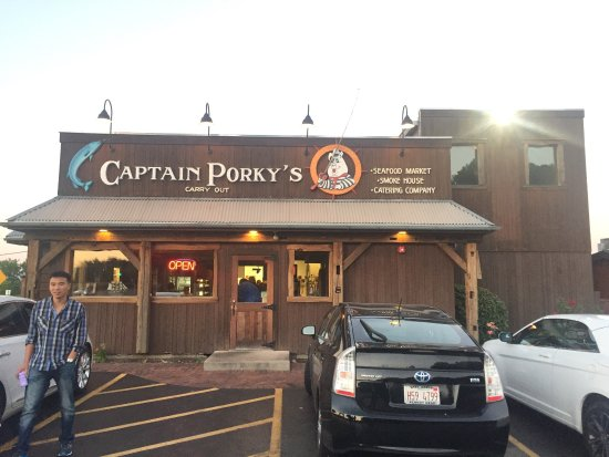 Wadsworth, IL: Captain Porky's