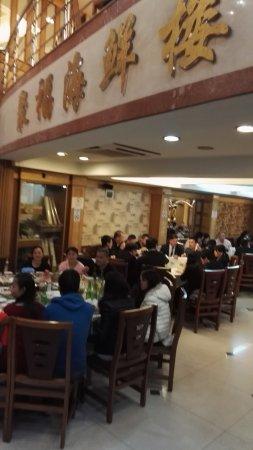 Chi-Fu: 很多外国人都在这里吃,而且筷子还用得不错