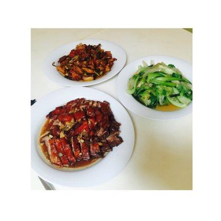 Yuan Ming Yuan: 属于中国八大菜系的粤菜风格,口味柔和又很地道,西式菜单结合西方人的喜好推出一系列简餐,中式推荐烧鸭和港式点心.